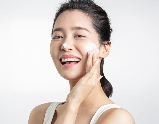 dermatologists-reveal-hero-image-mobile.jpg
